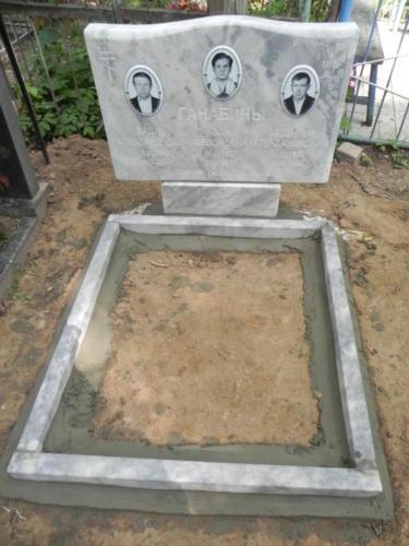 Памятник семейный №93