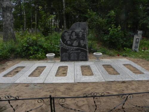 Памятник семейный №112