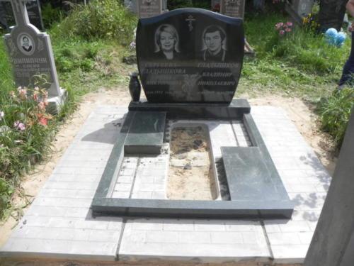 Памятник семейный №89