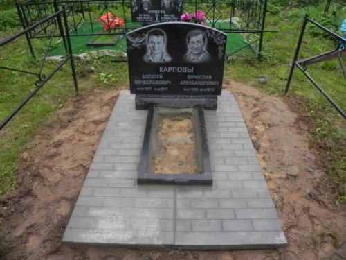 Памятник семейный №61
