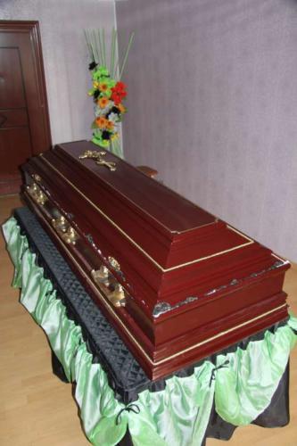 Гроб полированный №3